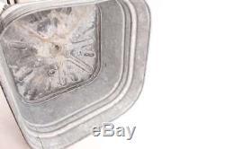 Cuve De Lavage Ancienne Galvanisée Sur Support Avec Roues En Bois