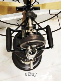 Modèle De Ventilateur De Ventilateur D'époque De Style Ancien Fonctionnant À L'ancienne Table De Style Réplique De Kérosène