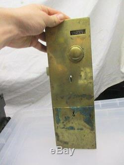 Verrou De Porte De Toilette Vintage En Laiton Vieux Penny Dans Le Bouton De La Fente Signe Vacant Engaged