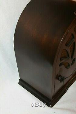 Vintage Antique Emerson Radio Cathédrale Belle Condition De Cas